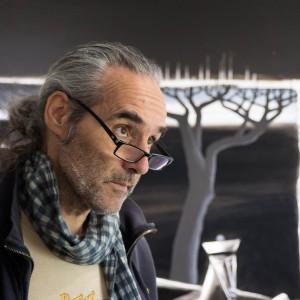 Né en 1962, Luc Thorens vit et travaille en Haute-Savoie. Il a fait l'école des Arts décoratifs de Genève.